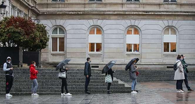 Fransa'da günlük vaka sayısında yeni rekor: Son 24 saatte 20 bin 339 yeni vaka