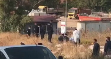 İzmir'in Buca ilçesinde boş arazide erkek cesedi bulundu.