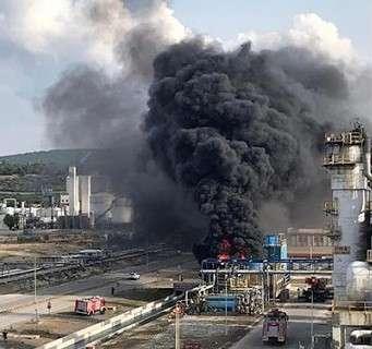 SON DAKİKA! Petkim'de yangına müdahale eden 3 işçi deşarj kanalına düştü: 1 ölü, 2 yaralı