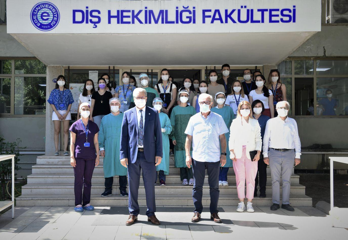 """Prof. Dr. Erdilek, """"Ağız ve diş sağlığı bakımında aileler çocuklara örnek olmadır"""""""
