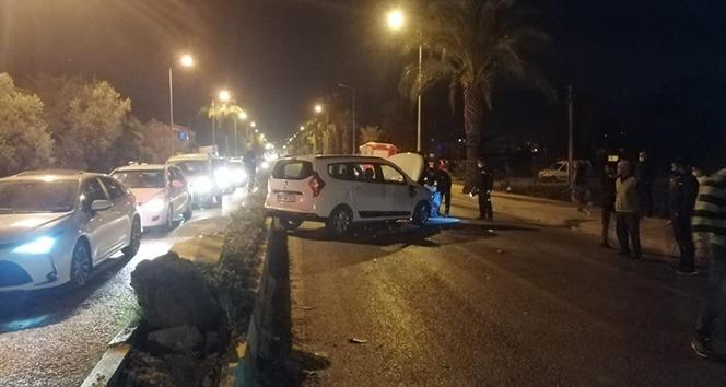 Fethiye'de refüje çarpan otomobildeki 4 kişi yaralandı