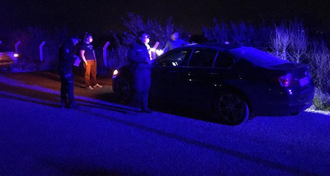 Yolda yürüyen vatandaşlara otomobil çarptı; 2 yaralı
