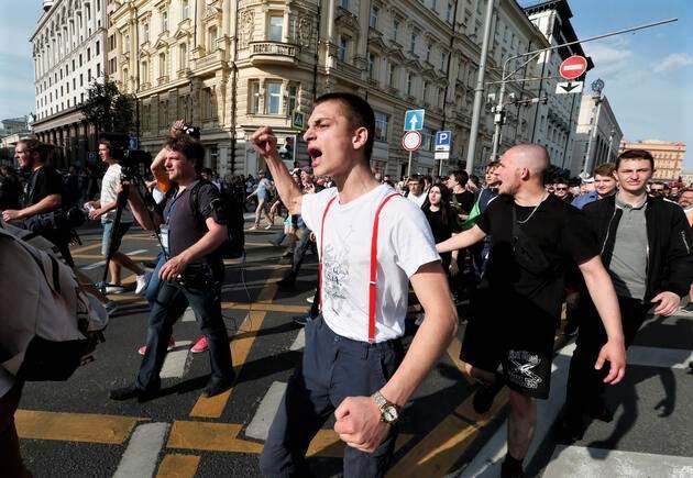 NAVALNY ÇAĞRI YAPTI, RUSYA'DA SOKAKLAR KARIŞTI