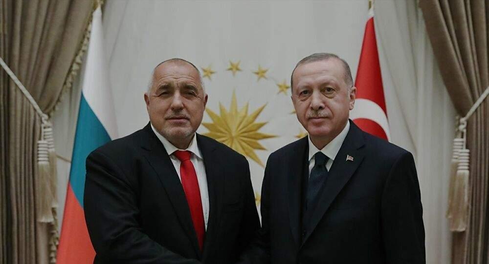 """""""İKİ YÜZLÜ DAVRANMAYIN, TÜRKİYE SAYESİNDE RAHATIZ!"""""""