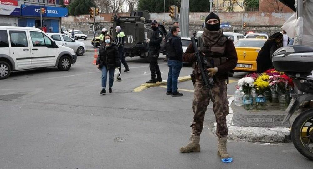 OKMEYDANI'NDA  DENETİM! POLİS GİRİŞ ÇIKIŞLARI KAPATTI