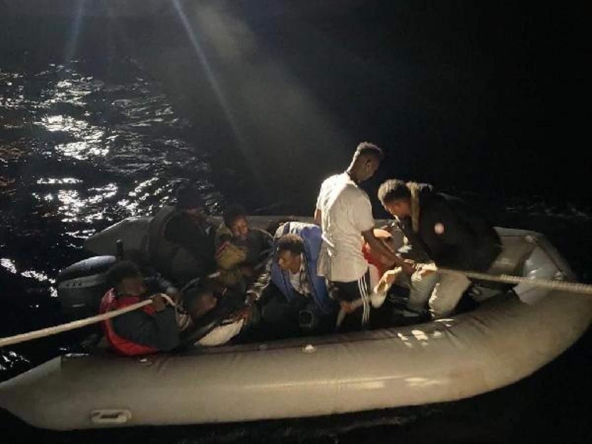 Dikili de 10 kaçak göçmen kurtarıldı
