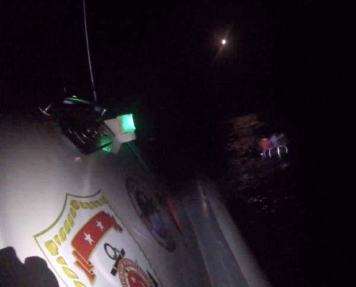 Dikili de 8 kaçak göçmen kurtarıldı