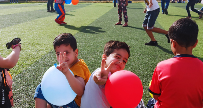Gazzeli çocuklar savaşın izlerini oyunlarla silmeye çalışıyor