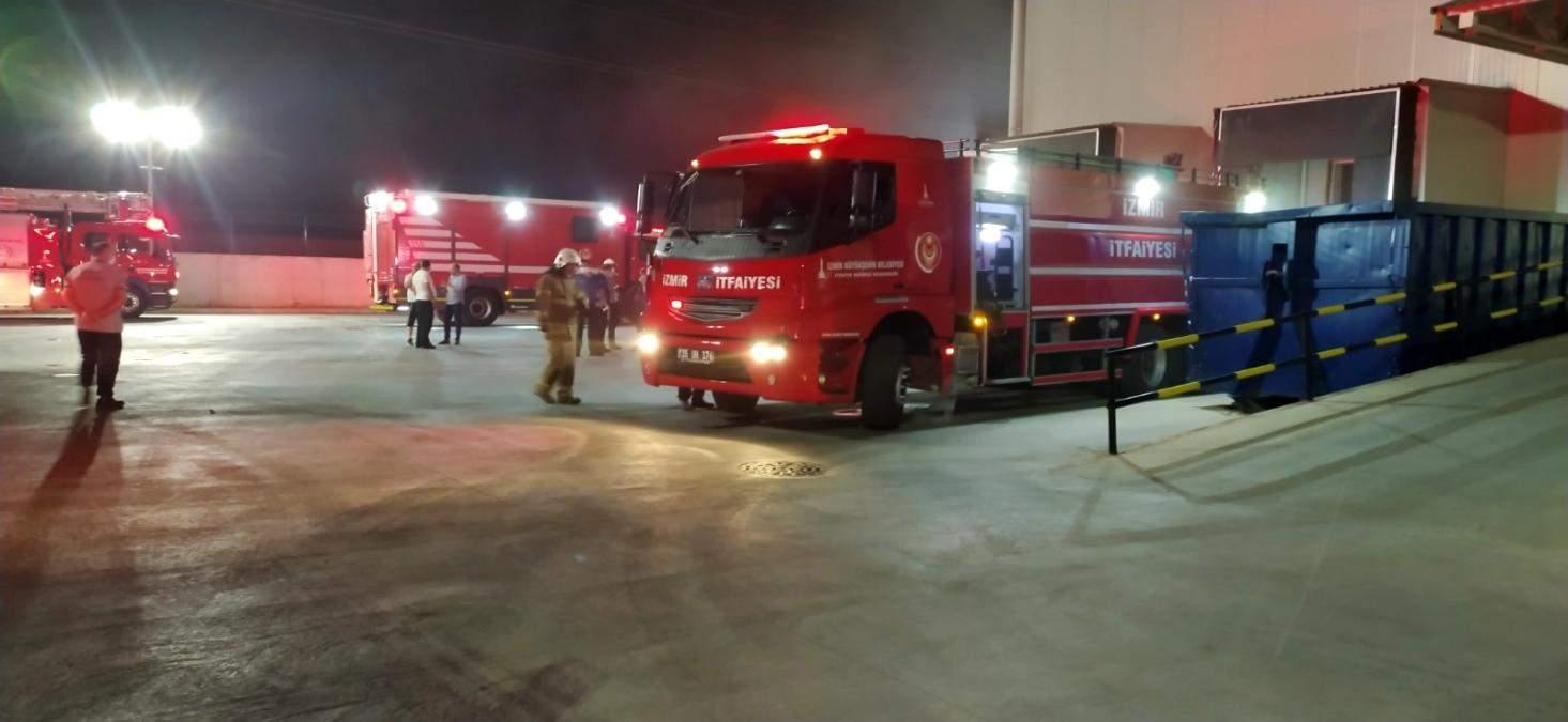 İzmir de marketler zincirinin deposunda yangın paniği