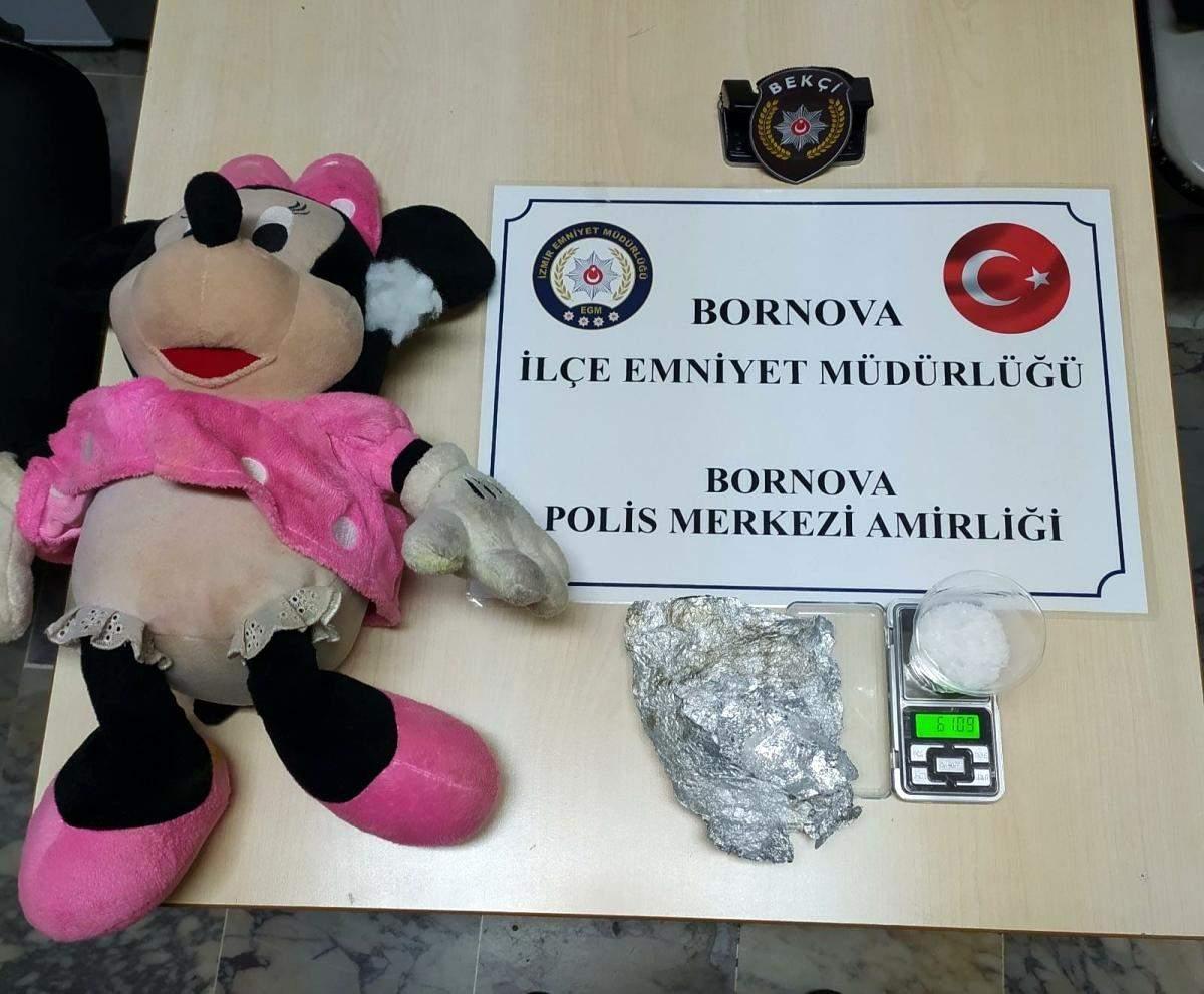 İzmir de peluş oyuncağın içinden uyuşturucu çıktı