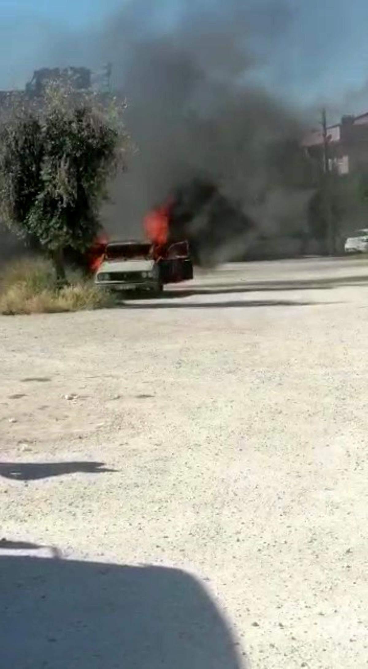 Park halindeki otomobil alevlere teslim oldu