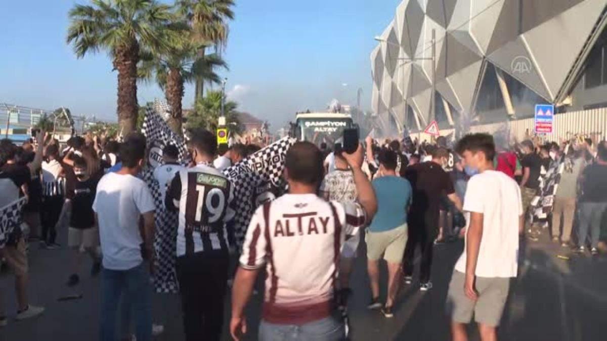 Süper Lig vizesi alan Altay şampiyonluğunu kutladı