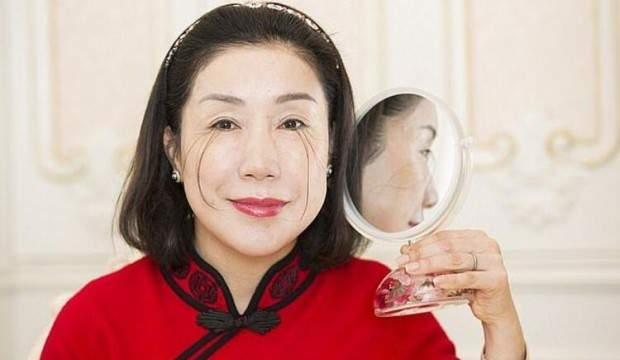 Doktorlar nedenini açıklayamıyor: Çinli kadın kirpikleriyle dünya rekoru kırdı