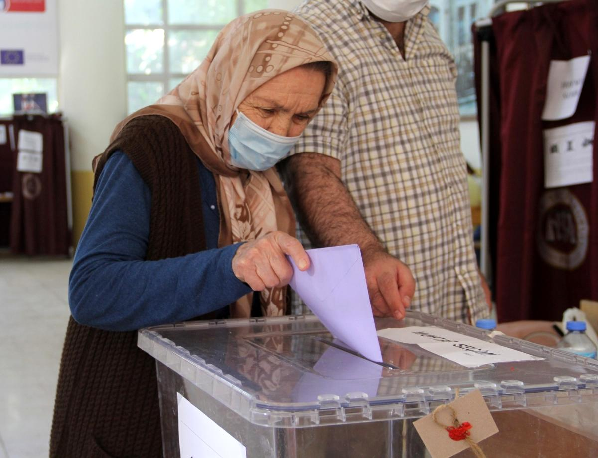 İzmir de 23 mahallede muhtarlık seçimi yapılıyor