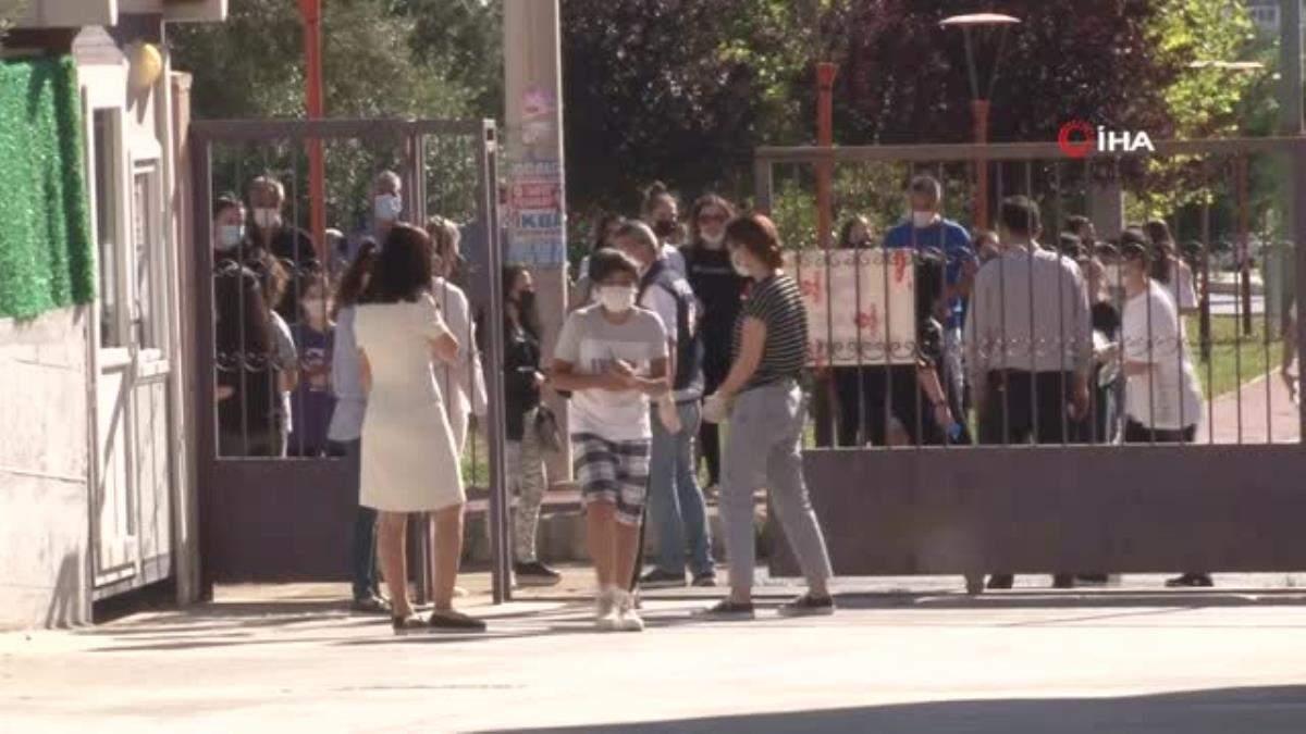 İzmir de Covid-19 tedbirli LGS heyecanı