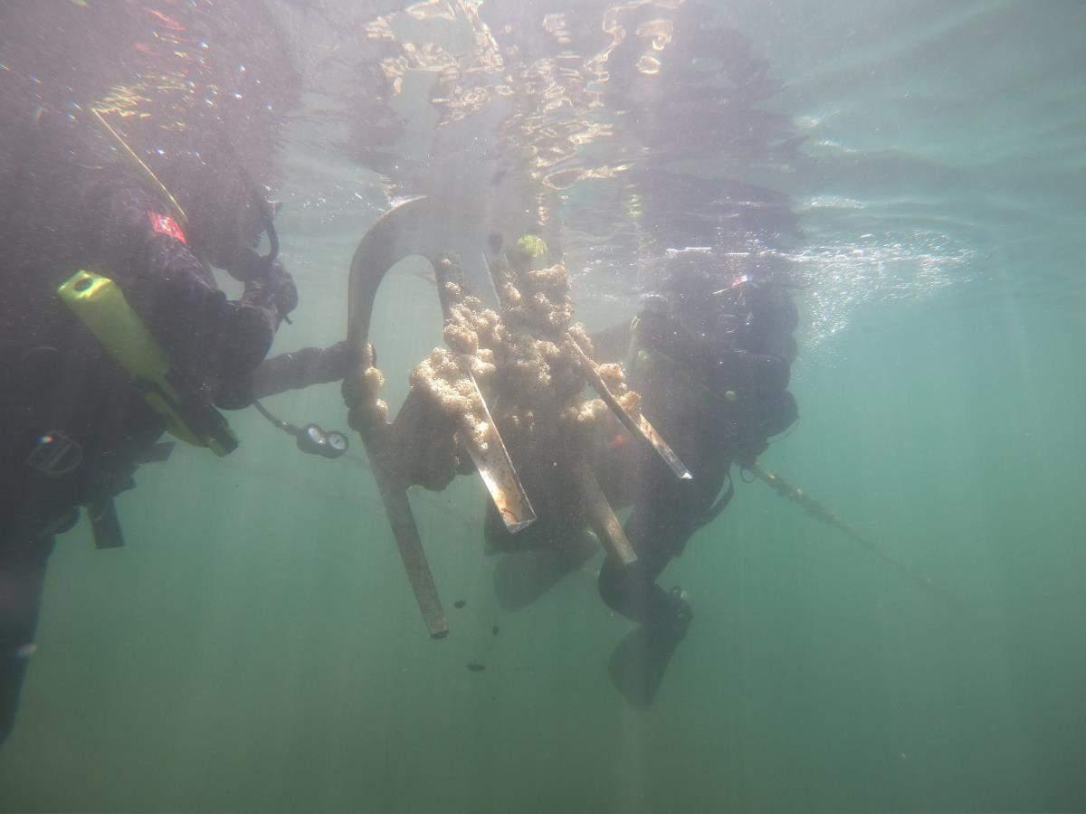 İzmir de Jandarma SAK Timi denizde atık topladı