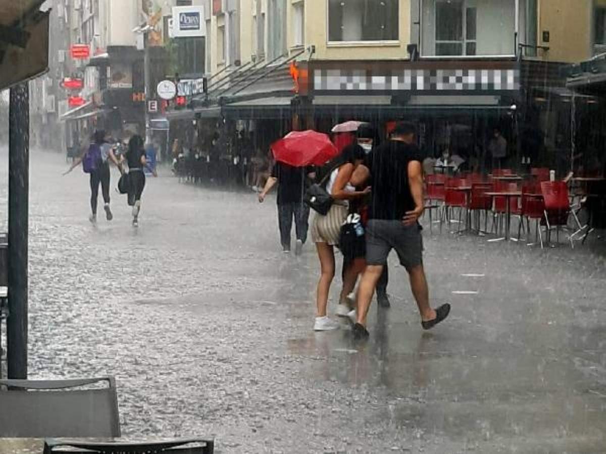İzmir de sağanak yağmur olumsuzluğu