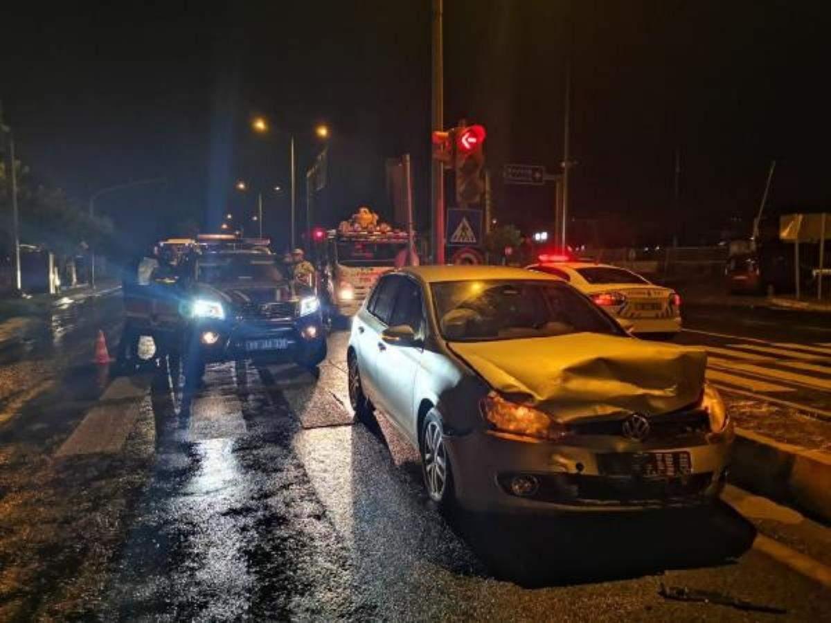 Jandarma ekip otosu otomobille çarpıştı: 2 si uzman çavuş 8 yaralı