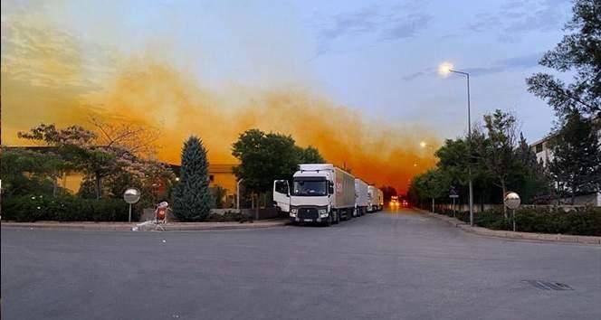 Kimyasal madde tankından sızan asit gökyüzünü turuncuya boyadı