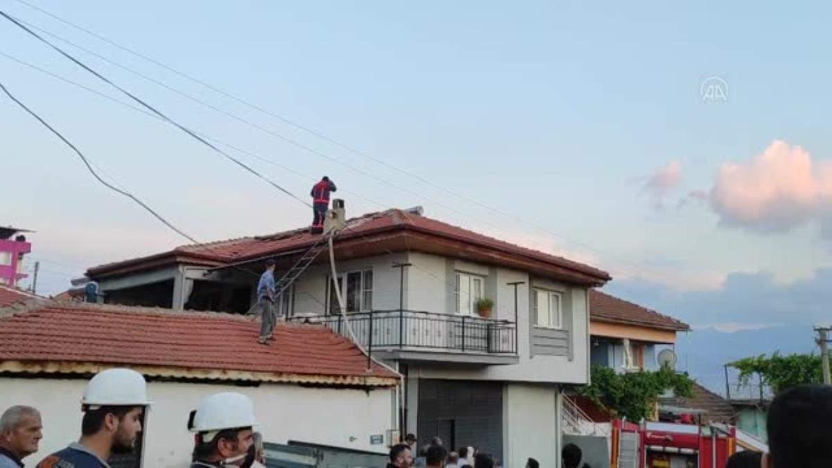 Ocaktan sıçrayan kıvılcım evi yaktı