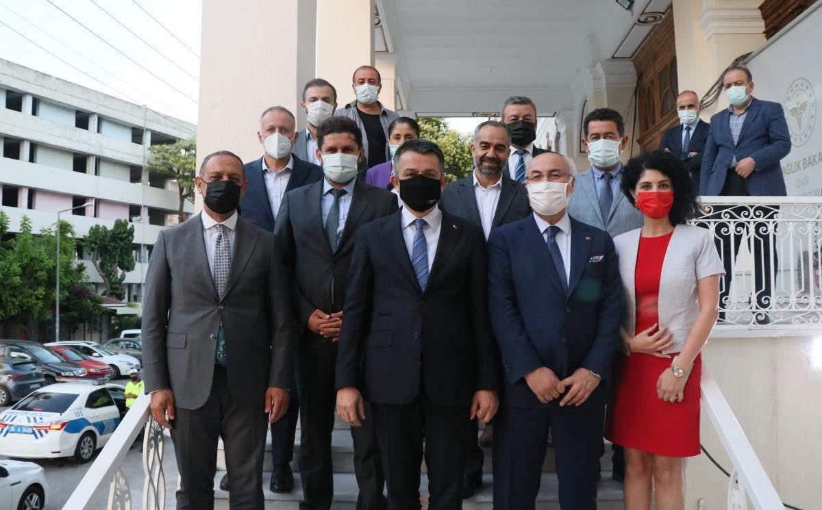Son dakika haberleri! Bakan Pakdemirli, İzmir de İl Sağlık Müdürlüğünü ziyaret etti