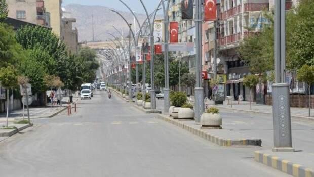 49.1 ile Türkiye'nin sıcaklık rekorunun kırıldığı Cizre'de sokaklar boş kaldı