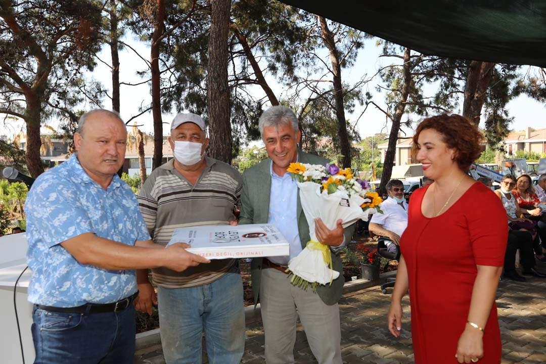 Güzelbahçe Belediye Başkanı Mustafa İnce belediye personeliyle bayramlaştı.