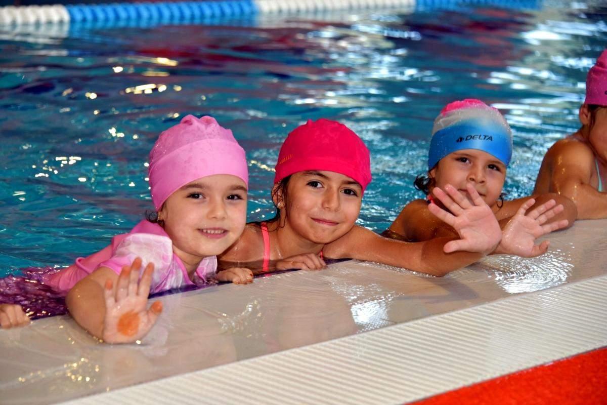 Aliağa daki yarı olimpik havuzda yüzme kursları başladı