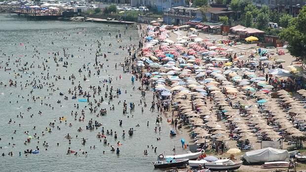 Amasra'nın nüfusu 10 kat arttı, plajda şemsiye açacak bile yer kalmadı! Belediye Başkanı: Bütün izinleri kaldırdık