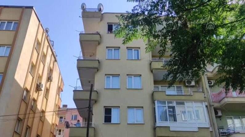 Apartman boşluğunda erkek cesedi bulundu