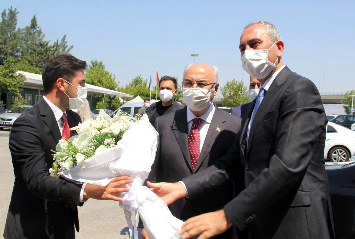 Bakan Gül den İzmir Valiliği ve AK Parti İzmir ziyareti