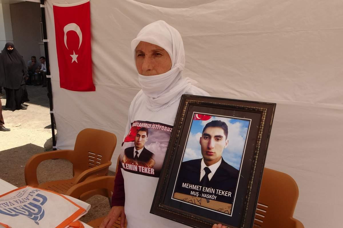 HDP önünde bu hafta tek başına eylem yapan anne, oğluna seslendi