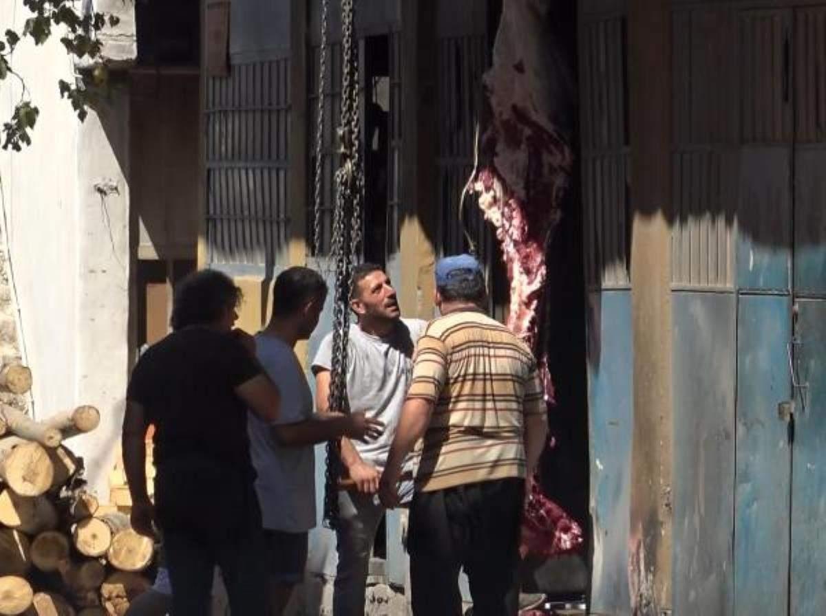 İzmir de kurbanlıklar sokakta kesildi
