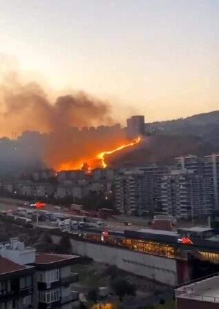 İzmir de otluk alanlarda çıkan yangınlar söndürüldü