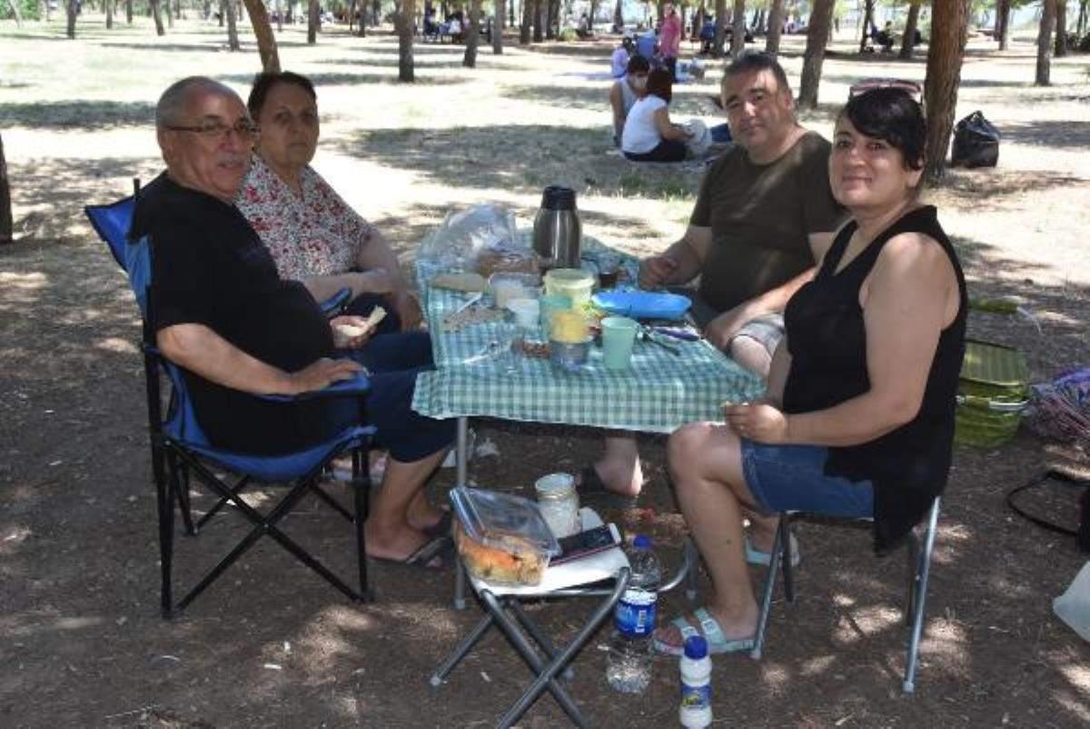 İzmir de piknik yerlerinde  kısıtlamasız pazar  canlılığı