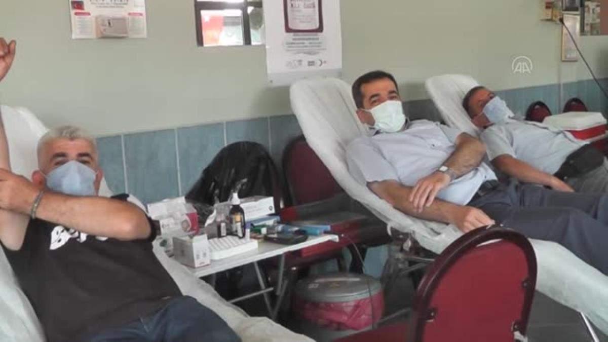 İzmirli kahvehaneci iş yerinde 16 ncı kan bağışı kampanyasını gerçekleştirdi