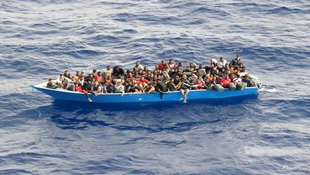 MSB: Tunus kıyılarına sürüklenen teknedeki 80 göçmen kurtarıldı