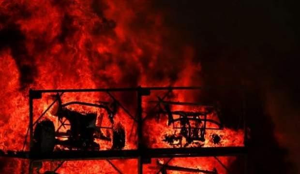 Otomobil fabrikası alev alev yandı