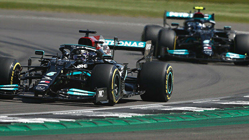SON DAKİKA: Lewis Hamilton cezaya rağmen kazandı