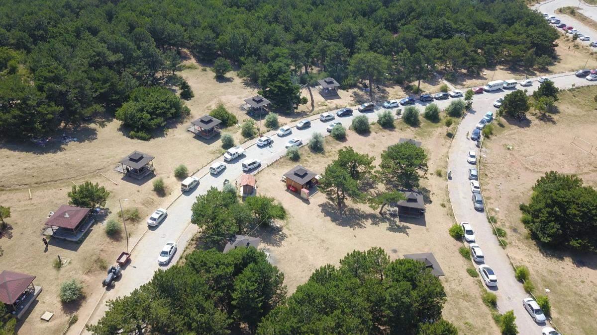 Sıcaktan bunalan Manisa ve İzmirliler Spil e akın etti