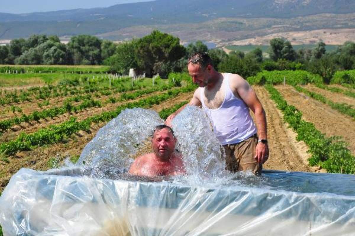 Son dakika haberi… Traktörün römorkunu çocuklar için havuz çevirdi