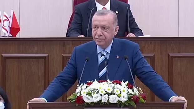 Son dakika… KKTC'ye tarihi ziyaret… Merakla bekleniyordu, Cumhurbaşkanı Erdoğan konuşmasına başladı
