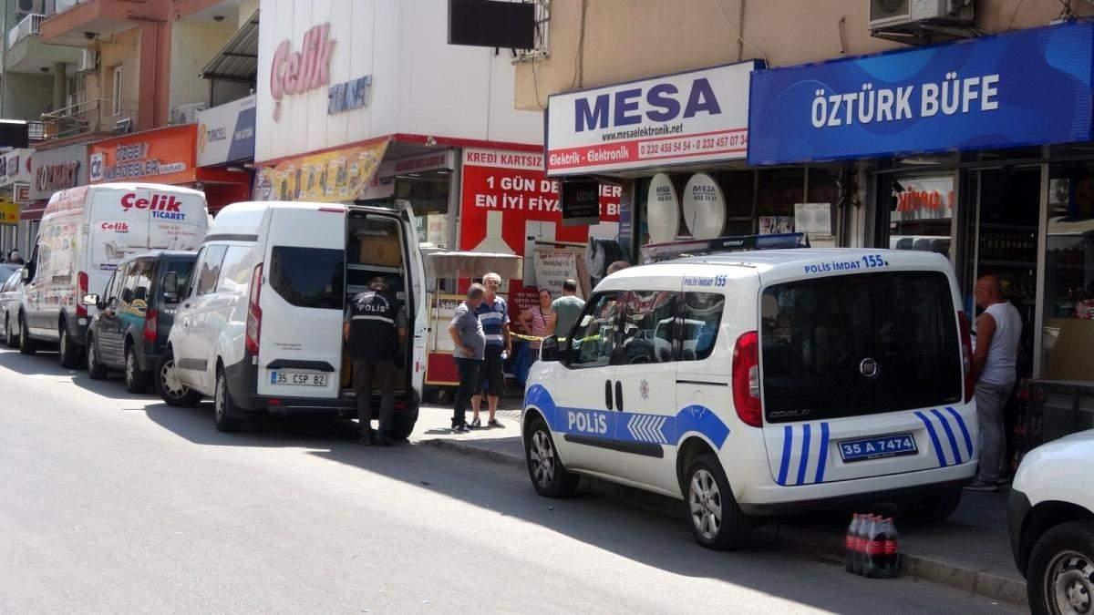 İzmir de alacaklıların kavgasında silahlar konuştu: 1 i ağır 3 yaralı