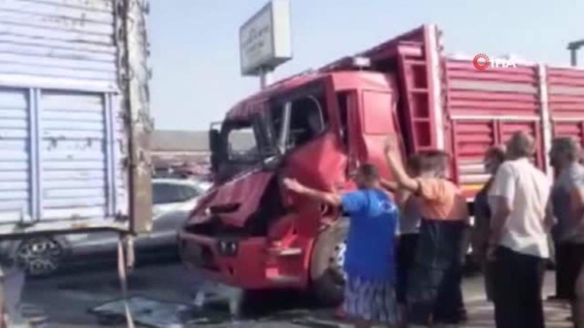 Son dakika: Balıkesir de zincirleme trafik kazası… Sıkışan sürücüyü itfaiye kurtardı