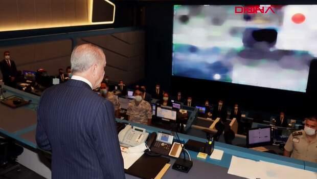 Son dakika: Cumhurbaşkanı Erdoğan, Kriz Merkezi'nde yangınlar hakkında bilgi aldı