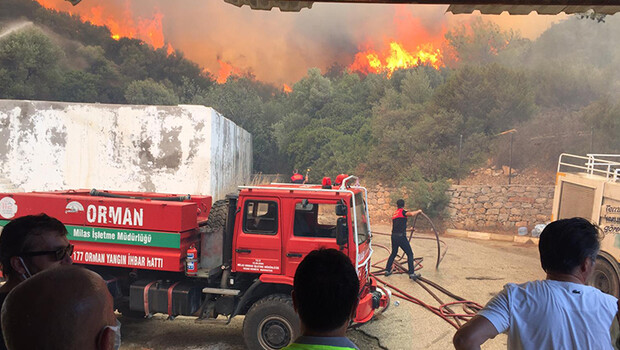 Son dakika: Tarım ve Orman Bakanı Bekir Pakdemirli orman yangınlarında son durumu paylaştı