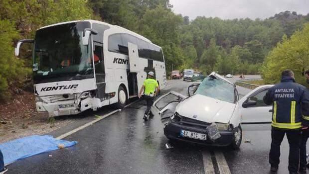 Antalya'da otobüs ile otomobil çarpıştı: 2 kişi hayatını kaybetti, 2 çocuk yaralandı