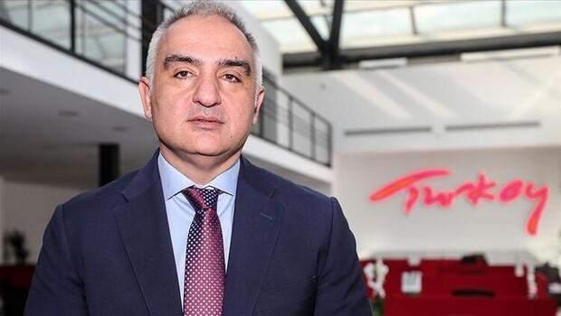 Bakan Ersoy: 'Türkiye, İngiltere'den gelecek misafirlerini güvenle ağırlamaya devam edecek'