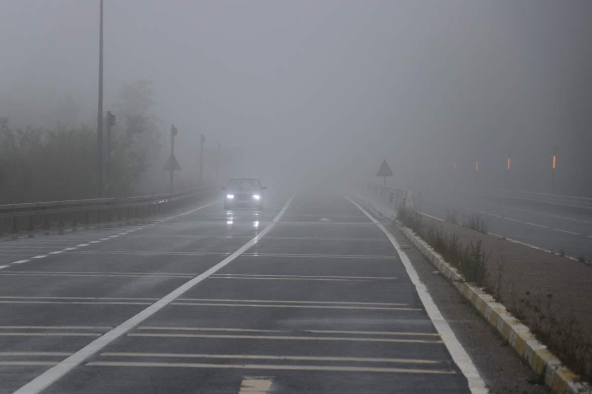 Bolu Dağı'nda yoğun sis görüş mesafesini 20 metreye düşürdü