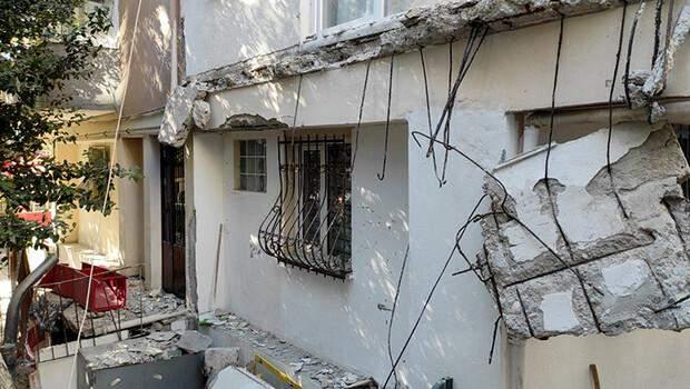Kadıköy'de bir binanın iki balkonu yıkıldı